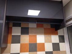 Cabideiro da área de serviço e armários da Kitchens (cor chumbo em vidro)