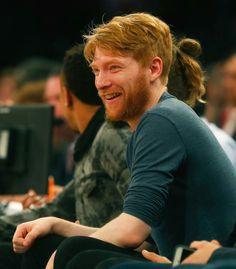 Domhnall Gleeson no Madson Square Garden no jogo dos Knicks (13/10/17)