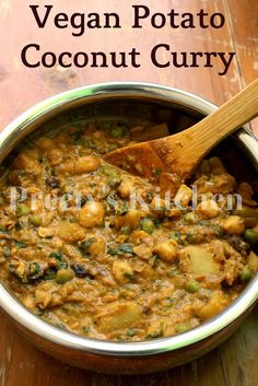 A low-fat and low-calorie vegetable curry made with chickpeas, potatoes and peas , cooked with aromatic spices in a coconut milk base. Veggie Recipes, Indian Food Recipes, Vegetarian Recipes, Cooking Recipes, Healthy Recipes, Vegan Soups, Veggie Meals, Veggie Dishes, Coconut Curry Vegan