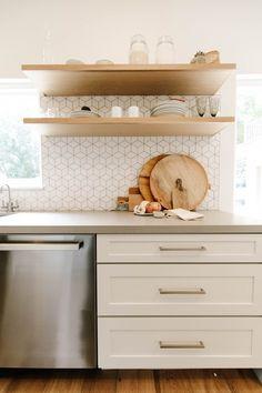 Home Interior Design .Home Interior Design Layout Design, Küchen Design, Tile Design, Design Ideas, Interior Design, New Kitchen Cabinets, Kitchen Backsplash, Small Kitchen Tiles, Backsplash For White Cabinets