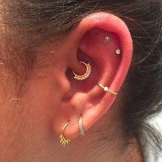 Des piercings d'oreilles créoles
