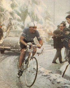 .......Fiorenzo Magni fighting in the snow, Giro D'Italia, 1956