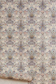 Haus von Hackney X William Morris Hyacinth Wallpaper - Blumen Dekoration William Morris Wallpaper, Morris Wallpapers, Unique Wallpaper, Home Wallpaper, Wallpaper Ideas, House Of Hackney Wallpaper, Chinoiserie Wallpaper, Lounge Design, Textile Design