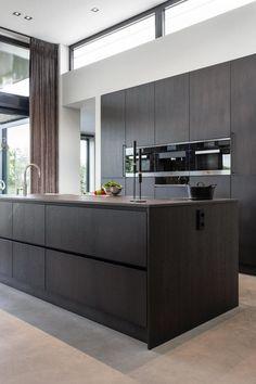 Luxury Kitchen Design, Kitchen Room Design, Contemporary Kitchen Design, Luxury Kitchens, Interior Design Kitchen, Home Kitchens, Contemporary Bedroom, Black Kitchen Decor, Home Decor Kitchen