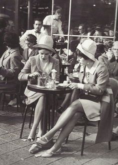 [New] The 10 Best Recipe Ideas Today (with Pictures) - Scènes de Paris Two ladies at a café on the Champs-Elysees photographer unknown Paris 3, Paris Cafe, I Love Paris, Paris Street, Vintage Paris, Retro Vintage, Vintage Cafe, French Vintage, 1920s