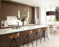 bar de cuisine en marbre blanche, meubles de cuisine gris avec ilot central ikea
