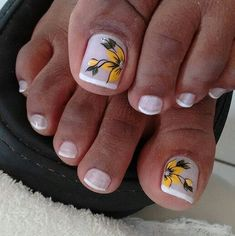 Unhas do Pé Decoradas Uñas Decoradas ? Pretty Toe Nails, Cute Toe Nails, Fun Nails, French Pedicure, Pedicure Nail Art, French Nails, Toe Nail Color, Toe Nail Art, Pedicure Designs