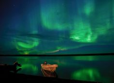 Green aurora over the Rupert River, Quebec National Geocraphic, Danmark Labrador, Advantages Of Solar Energy, See The Northern Lights, Monster, Go Green, Night Skies, Beautiful World, National Geographic, The Great Outdoors