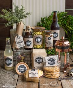 Create a gift basket with all of your dad's favorite treats and eats for Father's Day using these stylish customizable food gift labels Diy Food Gifts, Diy Gifts For Dad, Diy Crafts For Gifts, Homemade Gifts, Holiday Crafts, Fathers Day Ideas For Husband, Happy Fathers Day, Box Creative, Creative Gifts