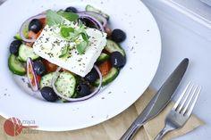 Sałatka grecka - Przepisy, Sałatki Greckie - Wrząca Kuchnia