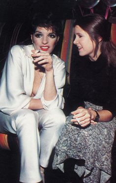 Liza Minnelli and Carrie Fisher Hollywood Glamour, Classic Hollywood, Old Hollywood, Judy Garland Daughter, Carrie Fisher Young, Judy Garland Liza Minnelli, Frances Fisher, Divas, Leia Star Wars
