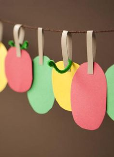 Kid Crafts How-To: Paper Apple Garland Have kids make this to decorate for our apple party! #appleweek