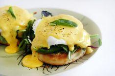 Ouă Florentine pe pat de spanac și sos cremos olandez – ea.md Sandwiches, Eggs, Homemade, Snacks, Mai, Breakfast, Recipes, Food, Morning Coffee