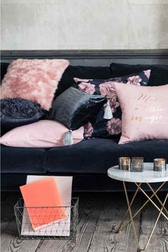 Velvet cushion cover - Light pink - Home All Small Studio Apartments, H&m Home, Dark Interiors, Velvet Cushions, Home Bedroom, Cushion Covers, Decor Interior Design, Love Seat, Home Goods