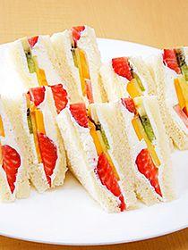 Fruits sandwich of Sembikiya. not a recipe, but what a great idea.