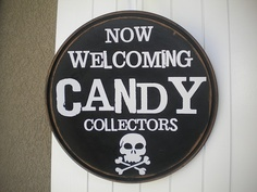 I soooo want to make this sign! It's perfect & much better than just turning on the porch light!
