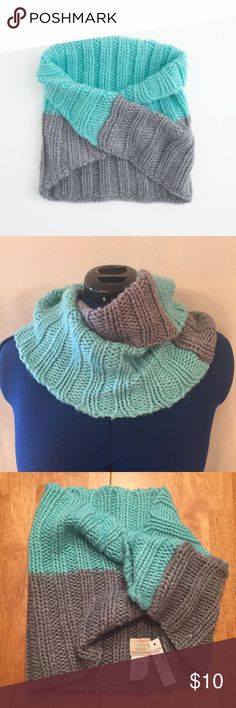 """J.  Crew aqua grey colorblock infinity scarf NWT. J. Crew factory aqua and grey chunky knit colorblock twisted infinity scarf. 60% acrylic, 40% wool. Very soft, not scratchy. Measurements (flat): width 12"""", length 13"""".  A lot of stretch. Hand wash. Style 50434. No trades please! J. Crew Accessories Scarves & Wraps"""