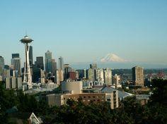 Kerry Park in Seattle gives fantastic view of downtown Seattle, Elliot Bay, Bainbridge Island and Mount Rainer. Seattle Sights, Downtown Seattle, Seattle Skyline, Bainbridge Island, Queen Anne, Summer Nights, Pacific Northwest, Family Travel, The Neighbourhood