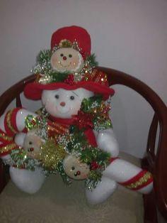 Christmas Wreaths, Christmas Decorations, Xmas, Christmas Ornaments, Holiday Crafts, Holiday Decor, Soft Sculpture, Felt Crafts, Snowman