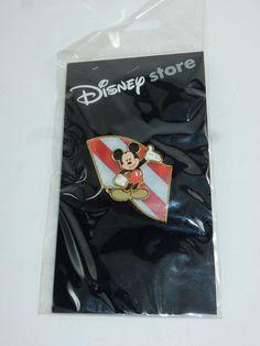 Disney Store Mickey Mouse Hologram Lenticular Mickey w/Flag Pin NEW #Disney
