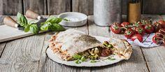 Calzone on taitettu, täytetty pizzaleipä. Leivo se vaihteeksi hartaasti kohotettuun artesaanipohjaan ja täytä kauden kasviksilla.