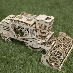 Fantastic wooden mechanical models by Ugears, natural, made from wood materials without glue or chemical connection. Self assembly, details are already cut 3d Puzzles, Wooden Puzzles, Trotec Laser, Foster Care System, Laser Cutter Ideas, Old Tires, Mug Shots, Photo Galleries, Unique