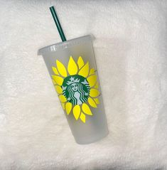 Diy Birthday, Birthday Presents, Custom Starbucks Cup, Custom Cups, Personalized Cups, Color Street Nails, Fun Crafts, Shot Glass, Coffee Cups