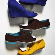 Simpel, aber gut - Schuhhalter, der mit farbigen Tretern zum Designobjekt wird. #shoerack #schuhregal #schuhhalter
