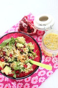 Salade de quinoa et grenade,  avocat, roquette et carotte  http://cuisipat.canalblog.com/archives/2015/01/31/31434051.html