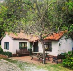 Village House Design, Village Houses, Spanish Style Homes, Spanish House, Courtyard House, Cabins And Cottages, Cottage Homes, Traditional House, Home Fashion