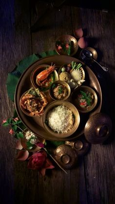 I'm into very colorful food. Obviously lots of flavor, but I think we eat with our eyes first, so it has to look great. Food Design, Indian Food Recipes, Asian Recipes, Authentic Thai Food, Food Flatlay, Dark Food Photography, Food Concept, Food Decoration, Cafe Food