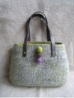 羊毛フェルトのバッグ,フェルトボール