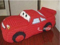 Patrón gratis de McQueen en amigurumi. Un coche que vuelve loco a todos.