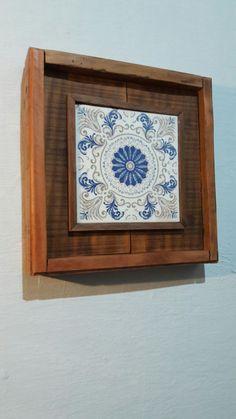 Quadro rústico com azulejo