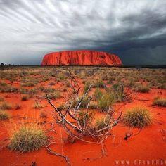 Uluru alice springs red rock