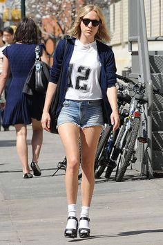 zoeclaudia Pantalones Boyfriend, Chloe Sevigny Style, Mein Style, Vintage Denim, Fashion Pants, Women's Fashion, Spring Summer Fashion, Celebrity Style, People