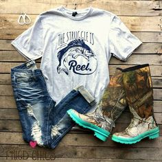 The Struggle Is Reel Tee Short sleeve tee with a fish ''The struggle is reel'' Yes! Need the shirt great fishing get up! Country Girl Outfits, Country Girl Style, Country Fashion, Cowgirl Outfits, Country Girls, My Style, Country Outfit Summer, Country Style Clothes, Country Girl Hair