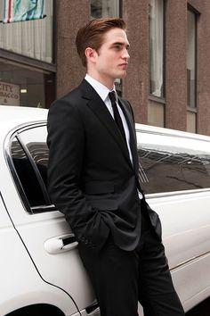 Robert Pattinson Is the New Batman - Pattinson Will Play Batman in the Matt Reeves Movie Die Twilight Saga, Twilight Edward, Edward Bella, Vampire Twilight, Edward Cullen Robert Pattinson, Robert Pattinson Twilight, Edward Pattinson, Robert Pattinson Dior, Robert Pattinson Movies