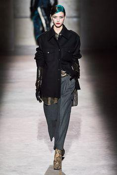 Dries Van Noten Fall 2020 Ready-to-Wear Fashion Show - Vogue 2020 Fashion Trends, Fashion 2020, Fashion Week, Star Fashion, Fashion Addict, Fashion Brand, Women's Fashion, Fashion Ideas, Vogue Paris