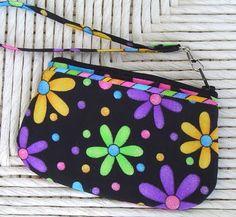 Wrist purse from StudioKat - free pattern