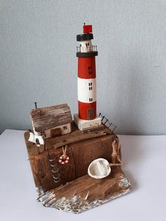 Scrap Wood Crafts, Cardboard Box Crafts, Driftwood Crafts, Wooden Projects, Wooden Crafts, Sea Crafts, Diy And Crafts, Lighthouse Decor, Small Wooden House