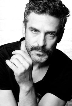 Leonardo Sbaraglia Photogenic Guy, Beautiful Men, Beautiful People, Hollywood Cinema, Male Hair, Its A Mans World, Rafael Nadal, Character Reference, 9 Mm