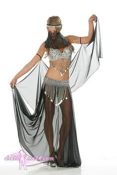 Besuche uns gern auch auf dressme24.com ;-) Sexy Bauchtänzer Kostüm No.10 - Sexy Bauchtänzerkostüm No.10. Komplettes Kostüm bestehend aus. Unterfüttertem BH mit üppiger Perlen und Paillettenverzierung. Chiffon Rock mit offenen Seiten und Perlen/Paillettenverzierung. Schleier und Kopfschmuck. Made in USA. #Bauchtänzerin, #Damenkostüme, #Faschingskostüme