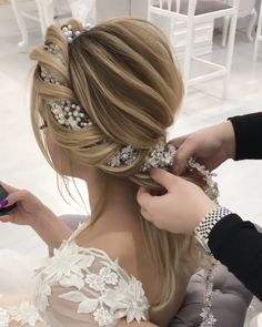 Wedding Hairstyles for Long Hair - Steckfrisuren - Long Hair Wedding Styles, Wedding Hairstyles For Long Hair, Box Braids Hairstyles, Braids For Long Hair, Cute Hairstyles, Short Hair Styles, Creative Hairstyles, Long Thin Hair, Trending Hairstyles