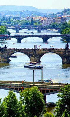 Vista sobre o rio Vltava, em Praga. República Checa