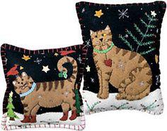APPLIQUED CAT PILLOWS Sewing Pillows, Wool Pillows, Quilted Ornaments, Felt Ornaments, Felt Christmas, Christmas Stuff, Felt Pillow, Christmas Cushions, Cat Cushion
