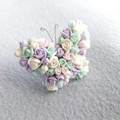 Butterfly rose hair clip, polymer clay flower Polymer Resin, Polymer Clay Figures, Polymer Clay Flowers, Polymer Clay Charms, Polymer Clay Jewelry, Clay Projects, Clay Crafts, Fondant Flowers, Rose Hair