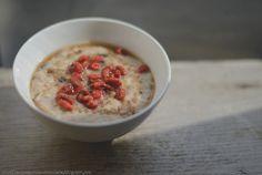 Trufla: Na lodowaty dzień, śniadanie z turbo doładowaniem: owsianka z jagodami goji...