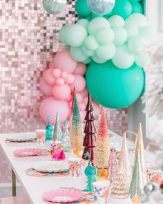 Instagram Holly Dolly, Christmas Albums, Christmas Table Settings, Mood, Party, Instagram, Holidays, Bonjour, Holidays Events