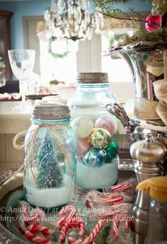 What a lovely, simple country Christmas vignette